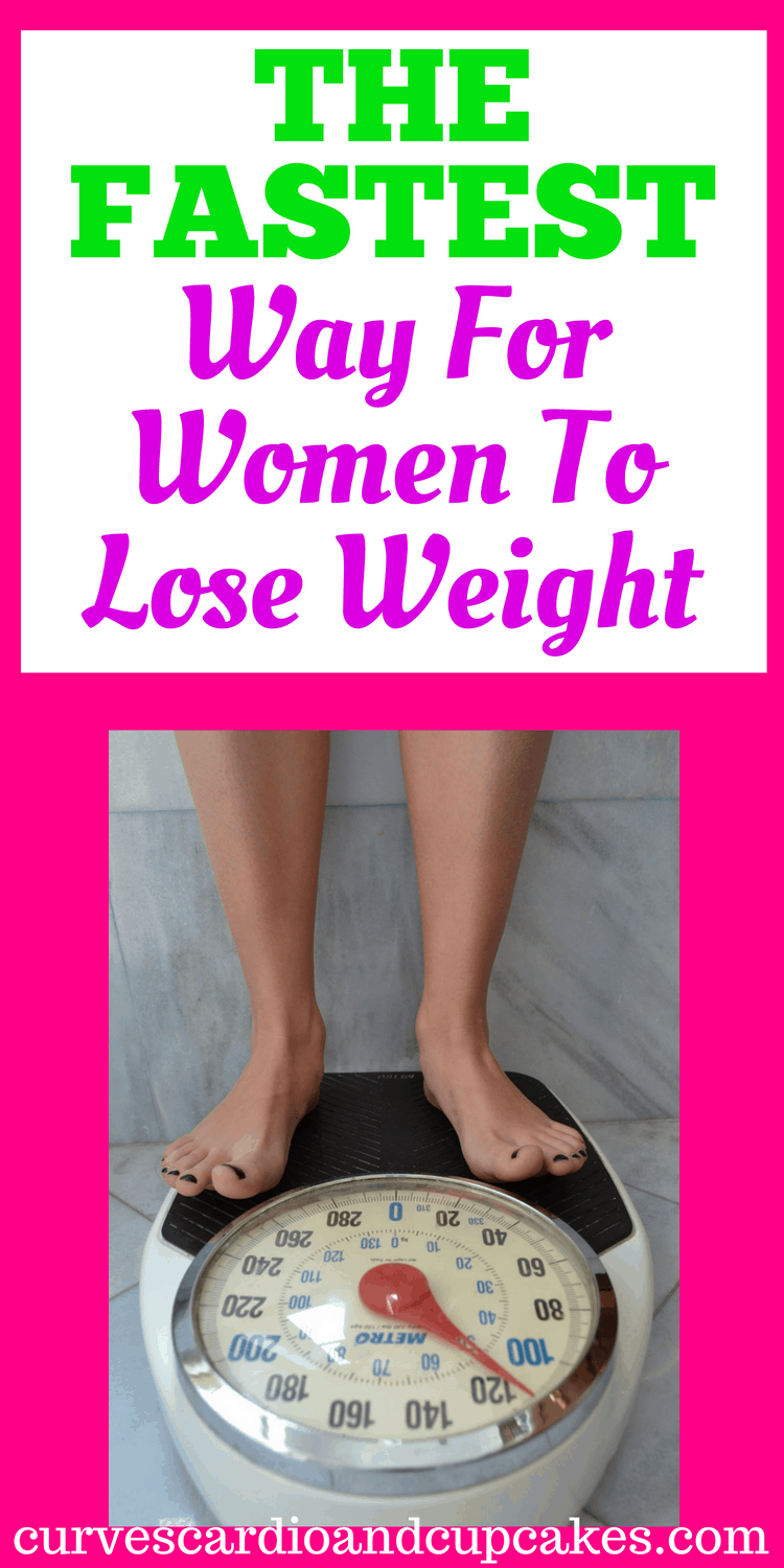 Tips, tricks and hacks for the fastest way for women to lose weight.  These will work whether you want to lose 10, 20 or more pounds quickly.  Give yourself a week, 3 weeks, or lifetime healthy habits.  Lose weight naturally and detox your body for fast weight loss.